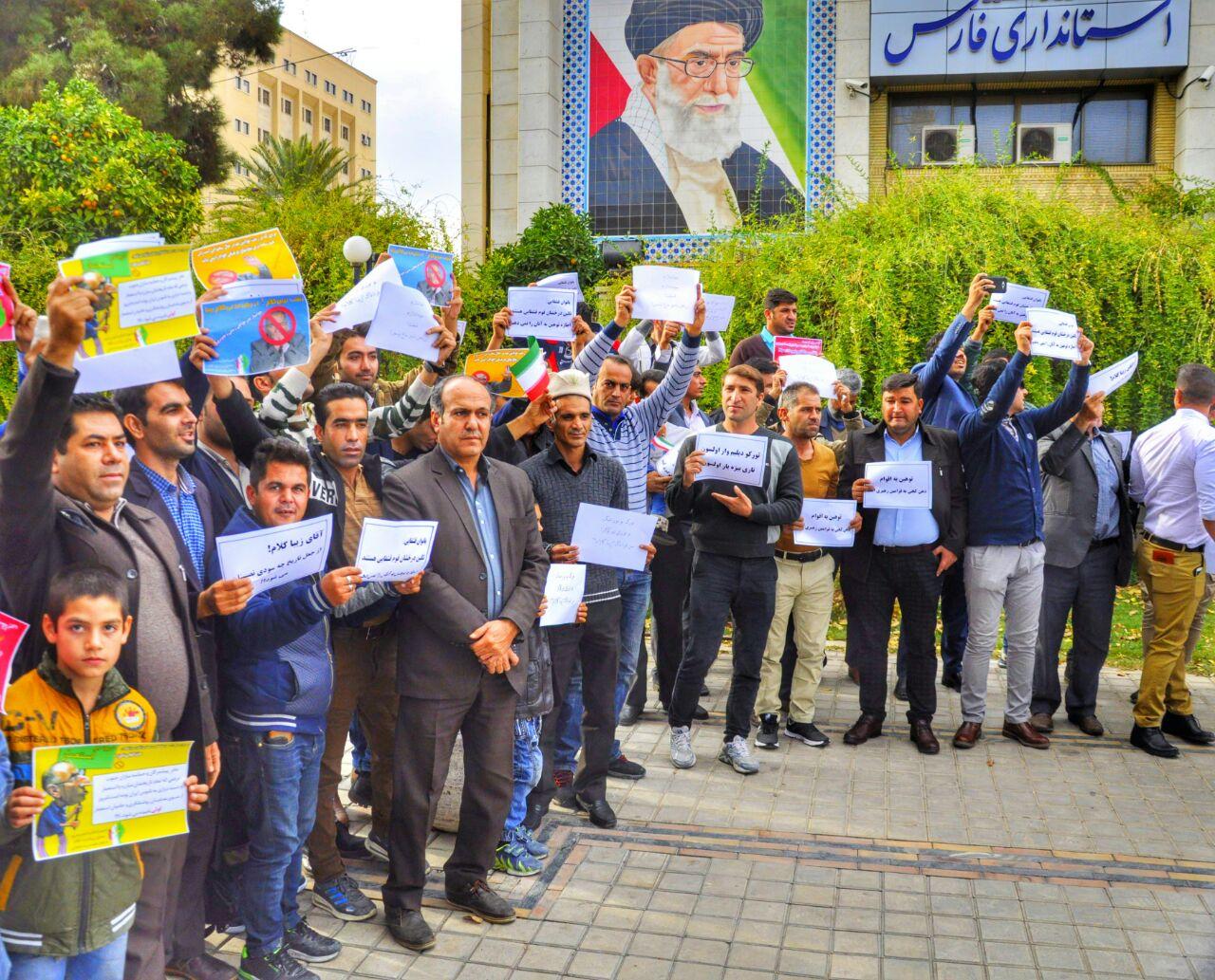 تجمع معترضین قشقایی نسبت به توهین زیبا کلام به زنان قشقایی در شیراز